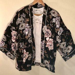 Kimono black w/ multi floral shirt S/M NWT Rue21